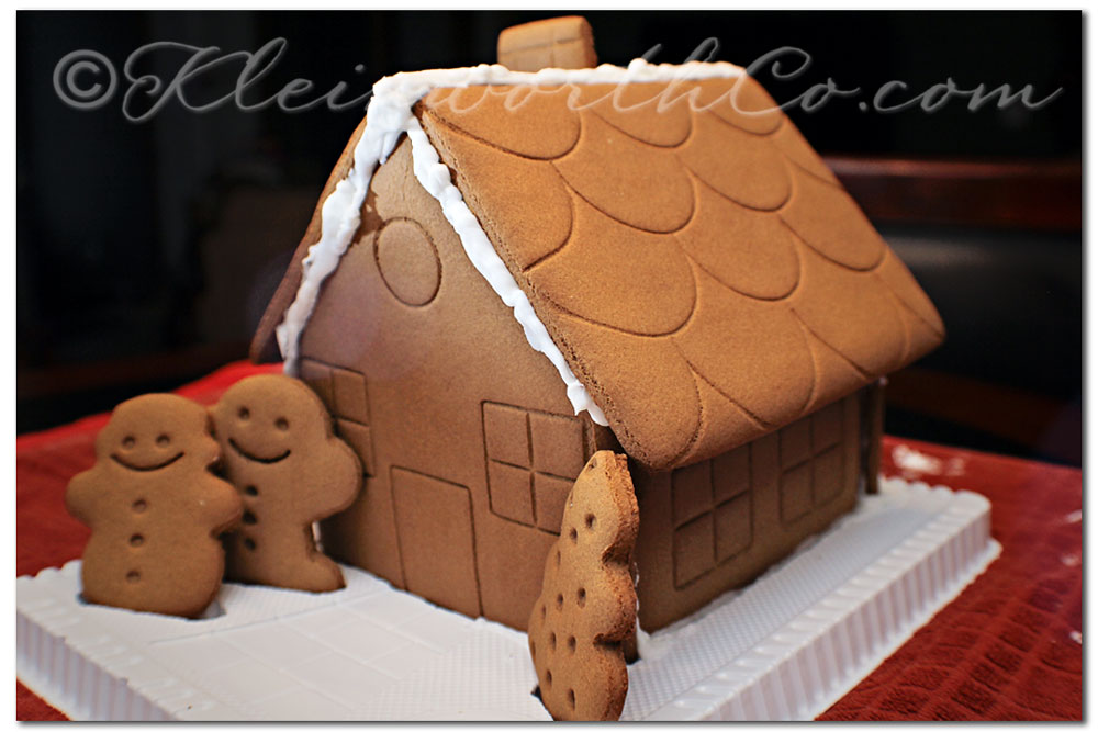 12 Days of Christmas- Holiday Bucket List, making gingerbread houses