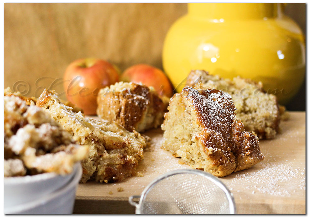 Apple Cake Crumble