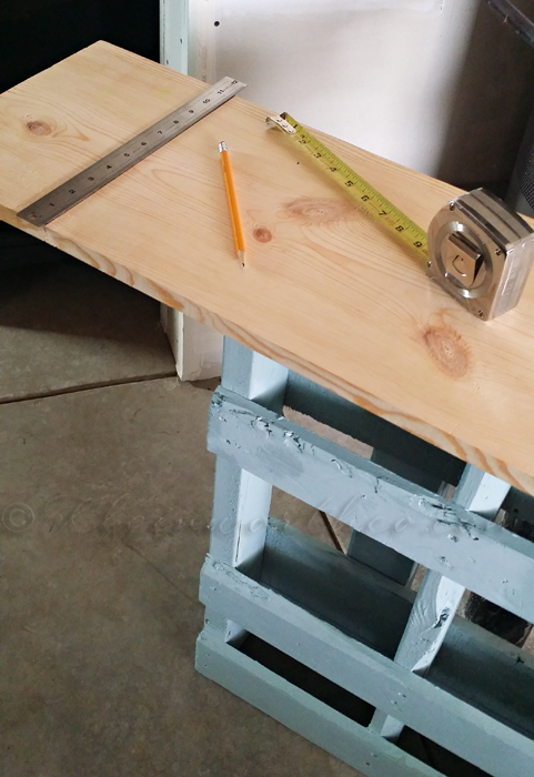 DIY Pallet Console Table