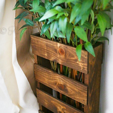 Stairwell Pallet Decor