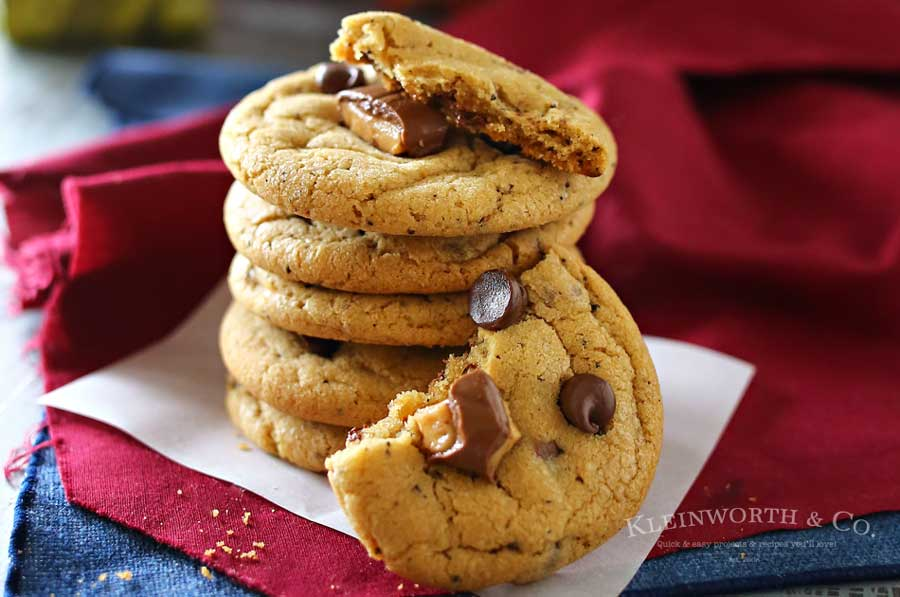 Coffee Toffee Cookies, a soft & chewy cookie loaded with chocolate chips, toffee bits & COFFEE. A java lovers dream, definitely the perfect coffee pairing. You won't be able to eat just one. Plus my new favorite coffee flavor obsession.