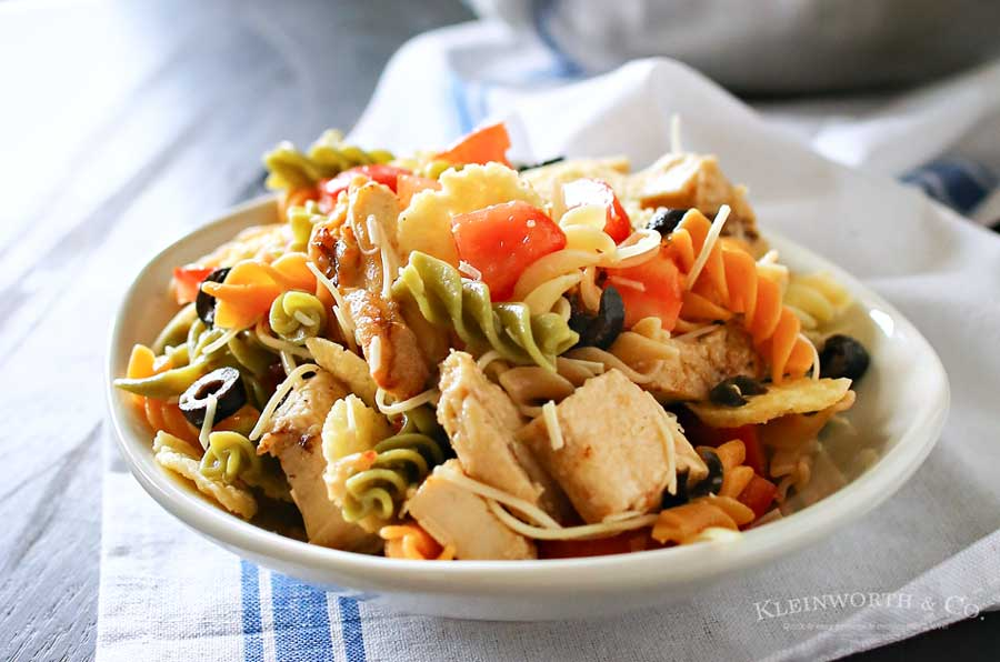 Italian Pasta Salad is an easy side dish that includes grilled & ready chicken, tomatoes, olives and Italian dressing. Simple to make in under 20 minutes.