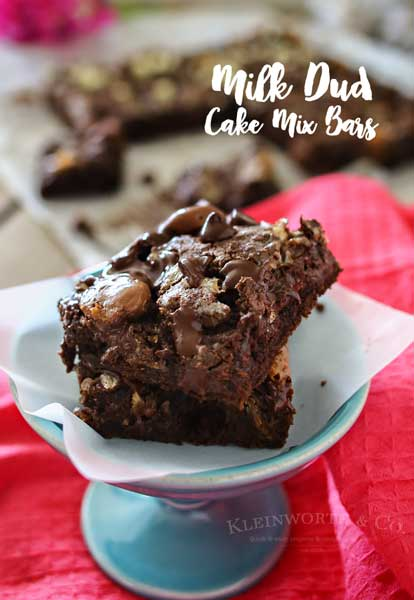 Milk Dud Cake Mix Bars- Incredibly simple & easy desserts don't get any more delicious than this.
