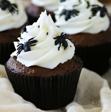 Creepy Halloween Spider Cupcakes
