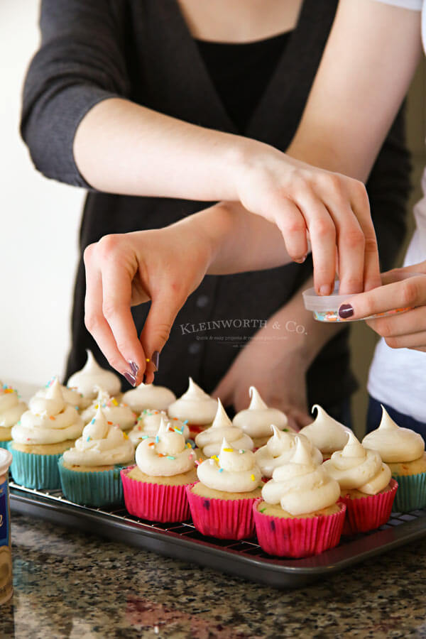 2-Ingredient Funfetti Cupcakes
