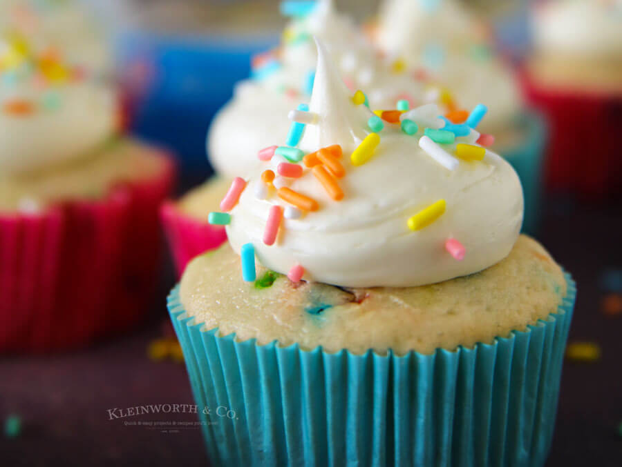 2-Ingredient Funfetti Cupcakes