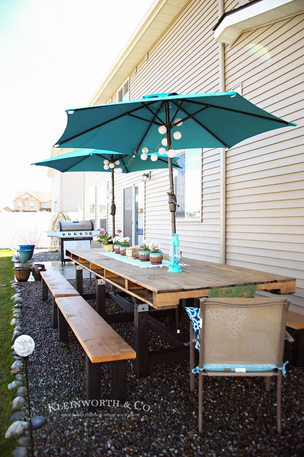 Decorated DIY Pallet Outdoor Dining Table
