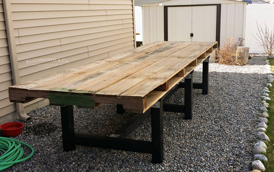 Assembled DIY Pallet Outdoor Dining Table