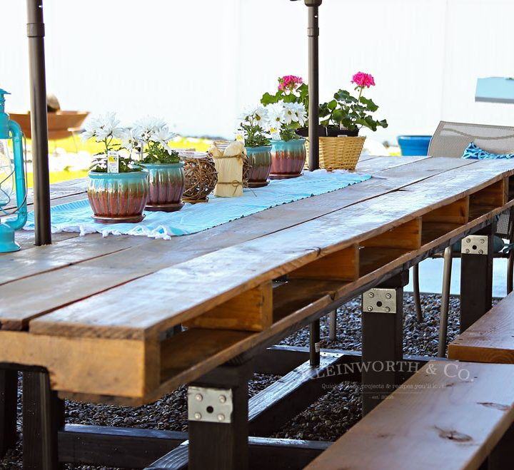 How to build DIY Pallet Outdoor Dining Table