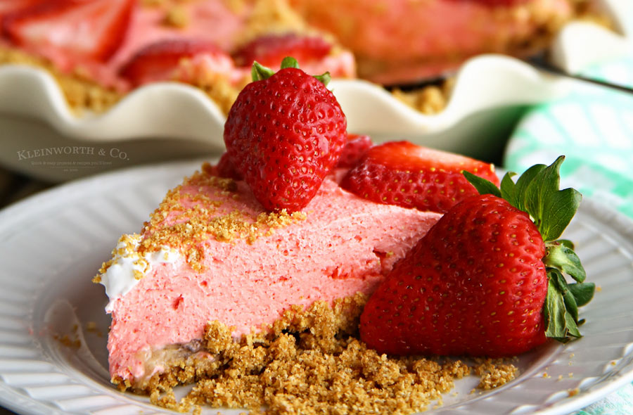 How to make No Bake Strawberry Banana Cheesecake