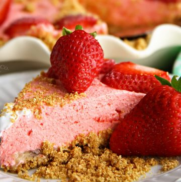 No-Bake Strawberry Banana Cheesecake