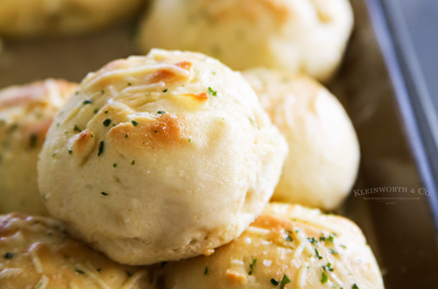 Easy 30-Minute Garlic Parmesan Dinner Rolls