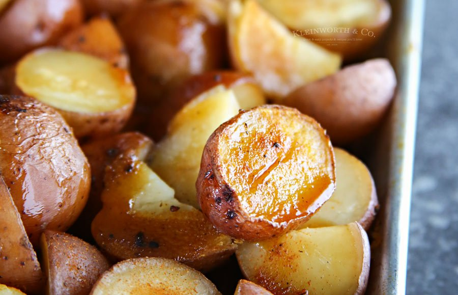 Roasted Balsamic Potatoes - Easy side dish recipe