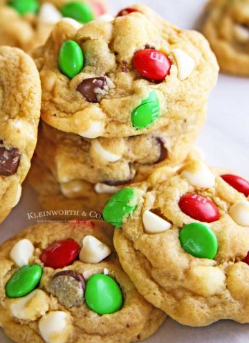 Christmas Cookies - Santa's Favorite Chocolate Chip Cookies