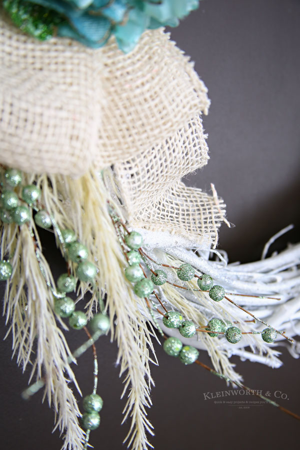 Mint & White Winter Wreath - tutorial