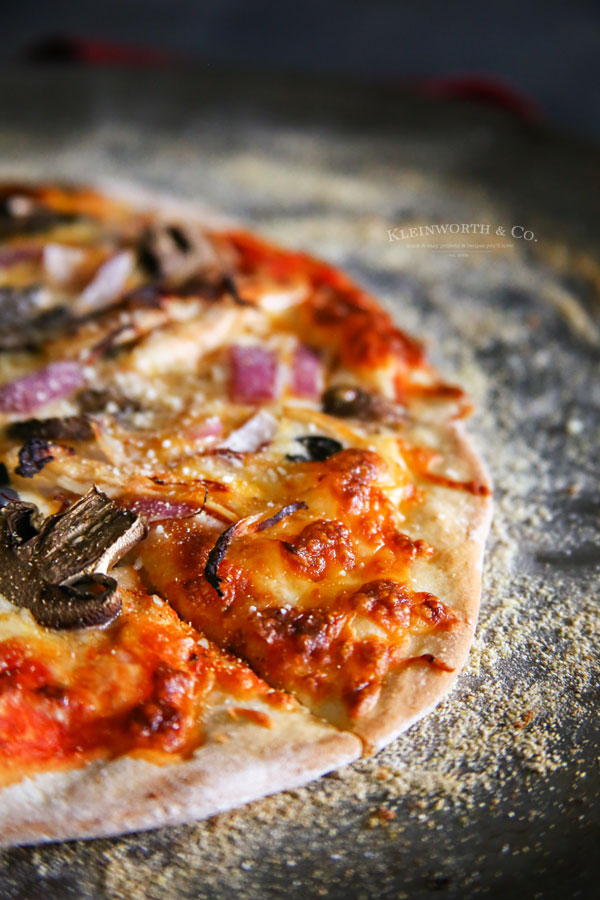 onion thin crust pizza