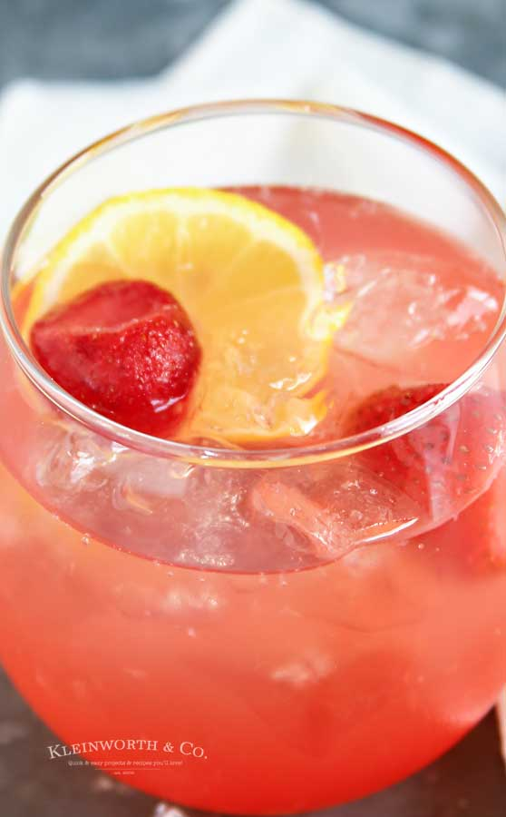 strawberry drink recipe - Peach Strawberry Lemonade