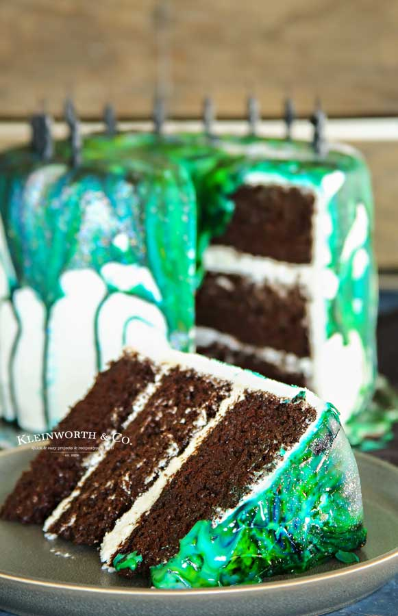 Holographic birthday cake - Easy Marble Drip Icing