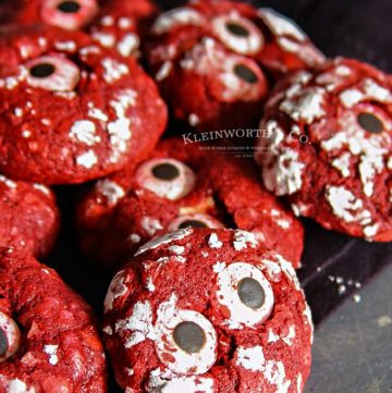 Halloween Party - Bloodshot Eyeball Red Velvet Crinkle Cookies