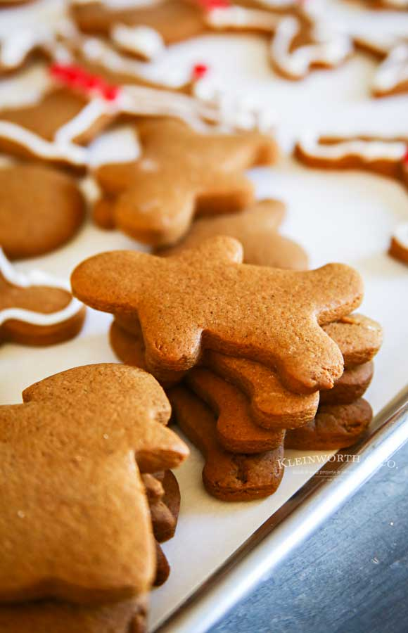 Unfrosted gingerbread men
