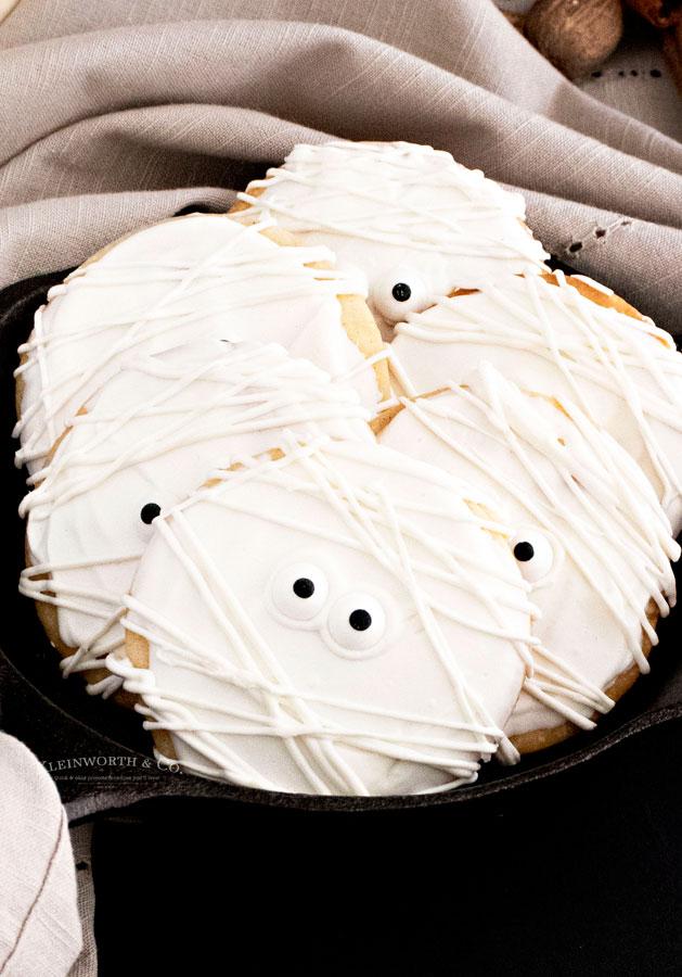 Mummy Cookies for Halloween