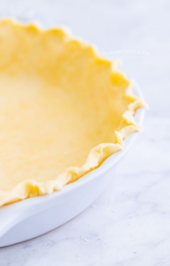 fluted pie crust before baking