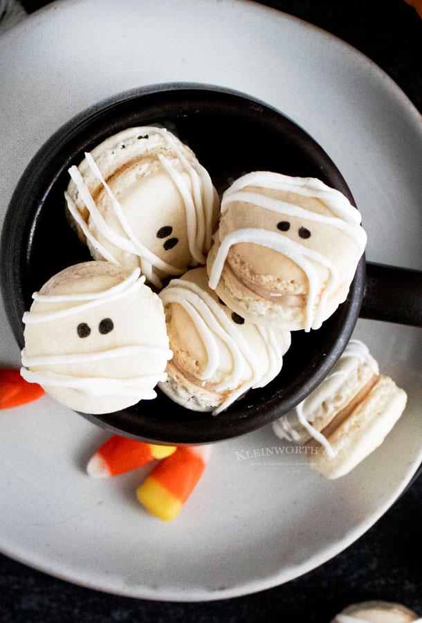 Mummy Macarons for Halloween