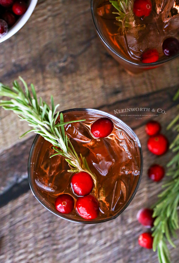 cocktail for holiday parties Apple Cranberry