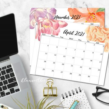 2021 printable calendar on desk