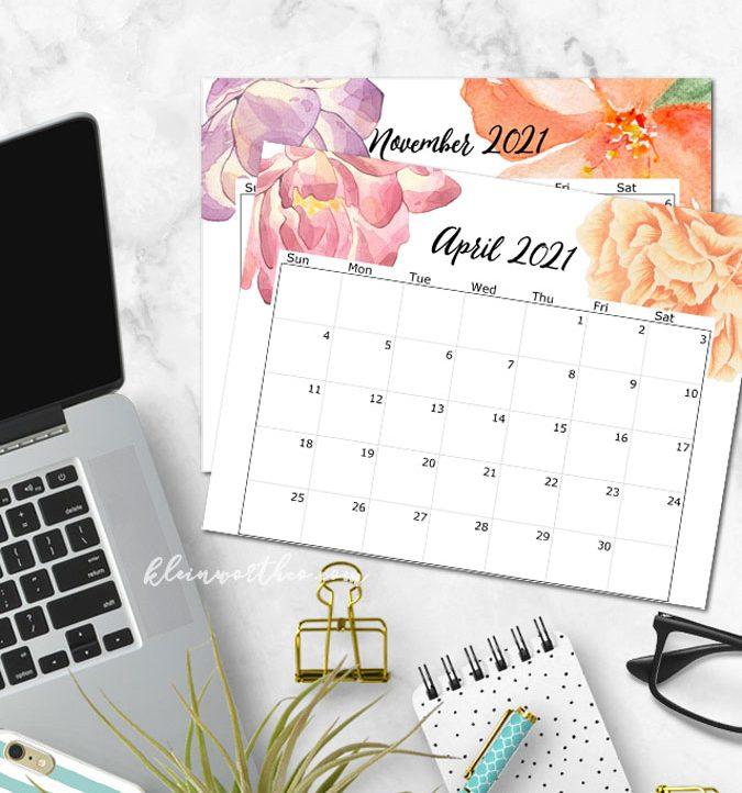 2021 printable calendar on desk