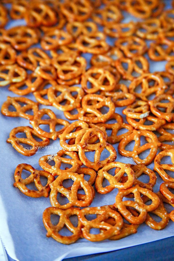 seasoning pretzels