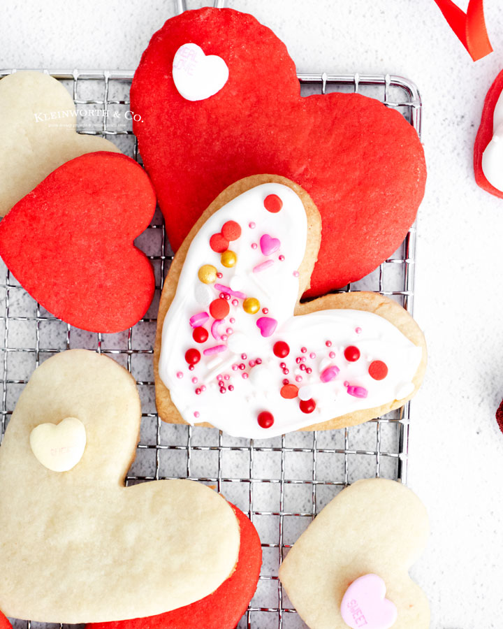 decorated shortbread cookie