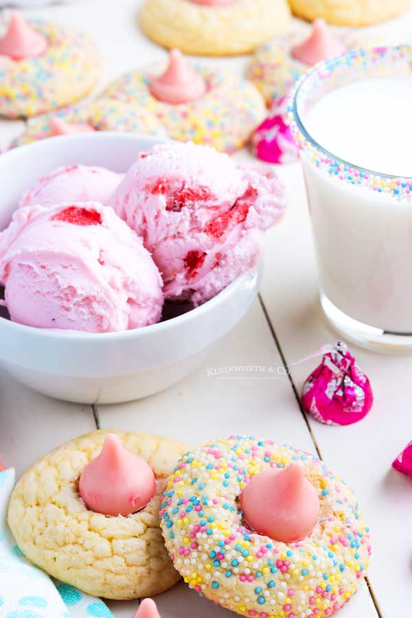 strawberry cookies with sprinkles