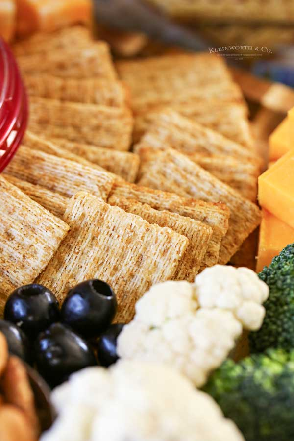 crackers on appetizer tray
