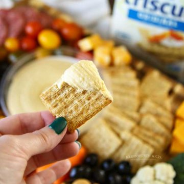 hummus on cracker