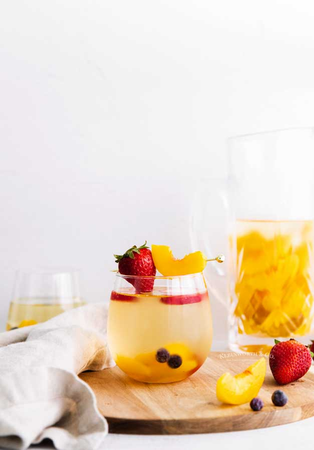sangria cocktail peach