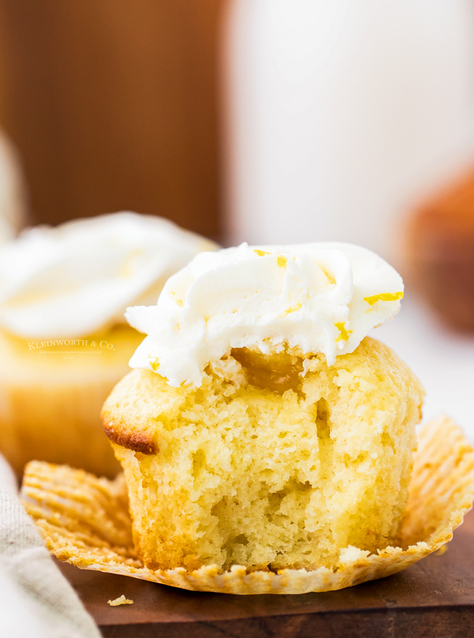 summer cupcakes with lemon