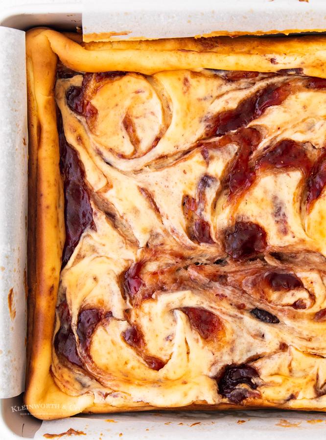 baked cheesecake bars