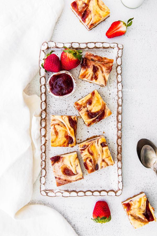 swirled cheesecake bars