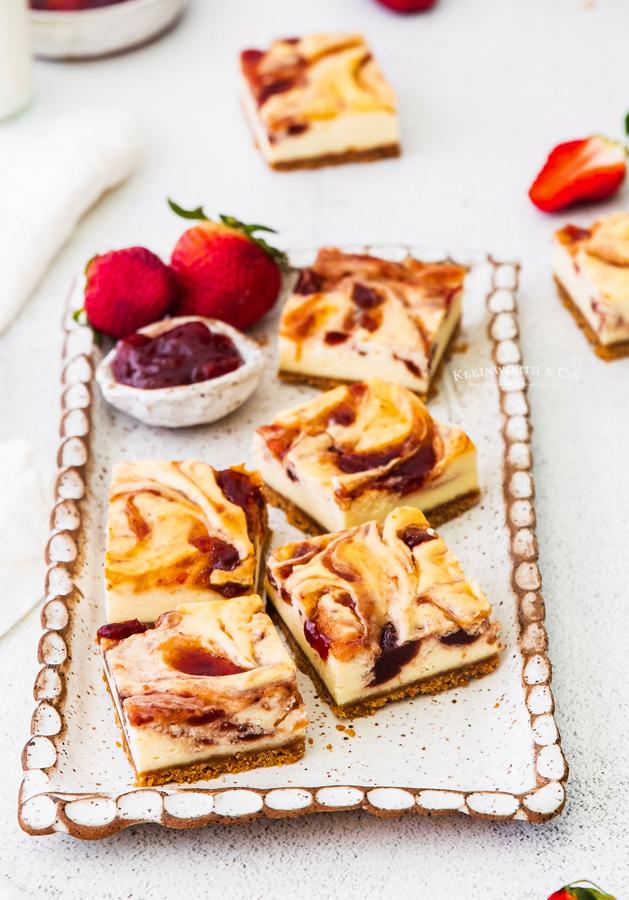 swirled cheesecake squares