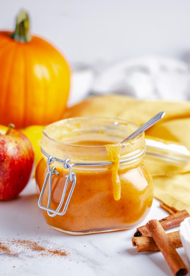 caramel sauce with pumpkin puree