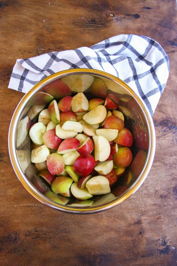 prepared apples in the pot