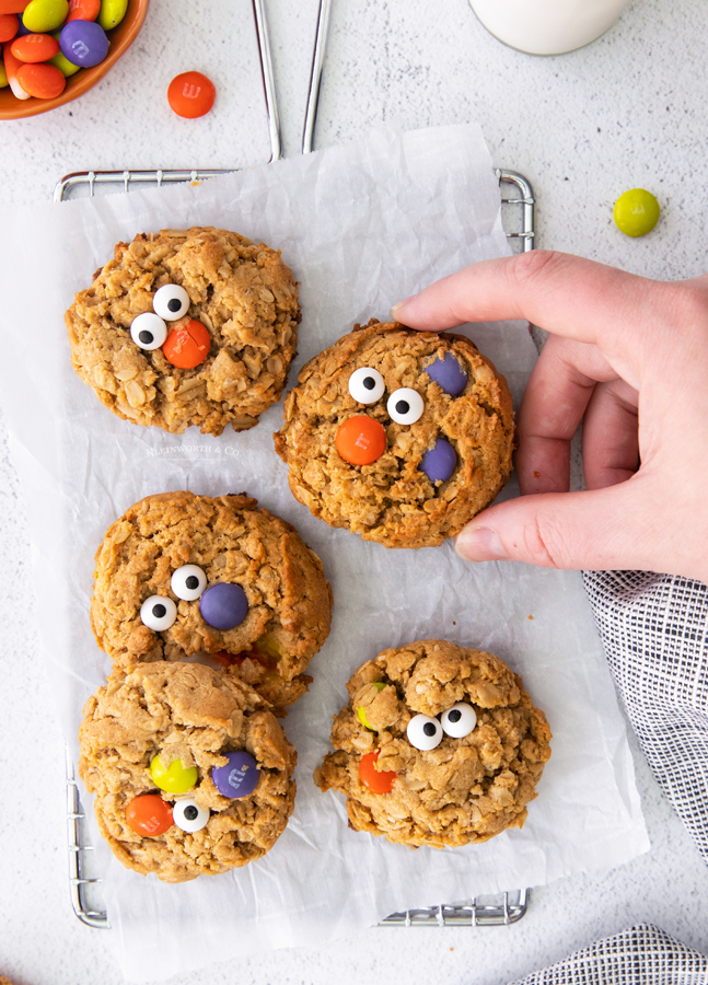 halloween cookies with faces