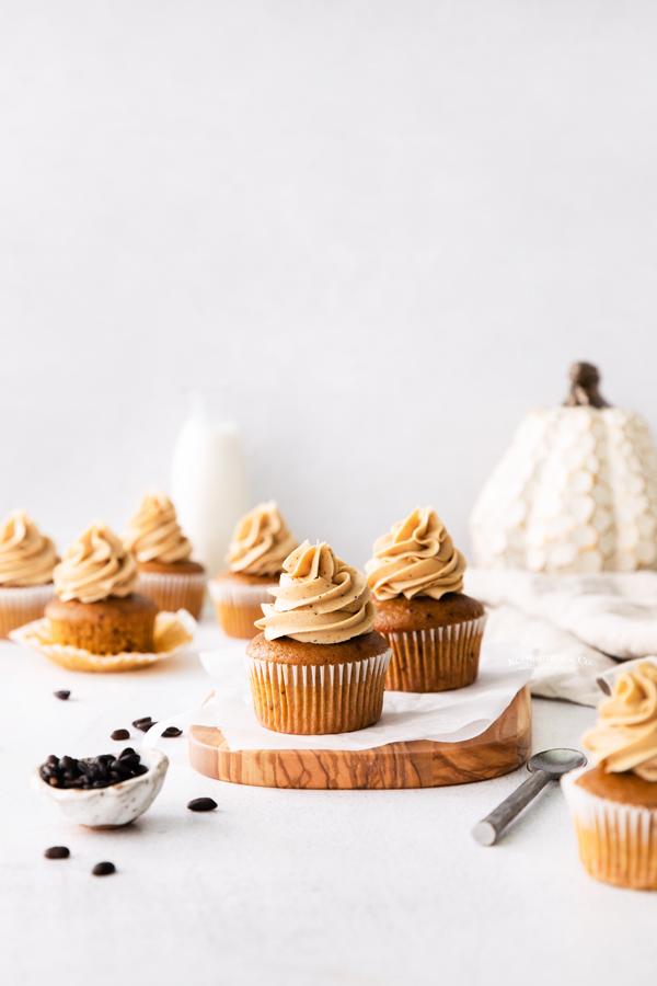 fall cupcakes with pumpkin