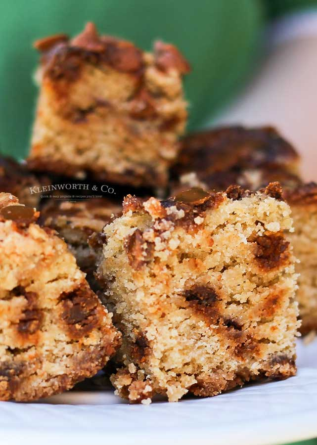Best fall dessert - Cinnamon Chip Pumpkin Blondies