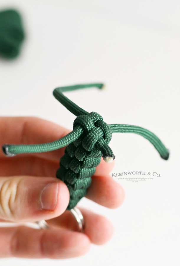 paracord keychain tutorial - repeat