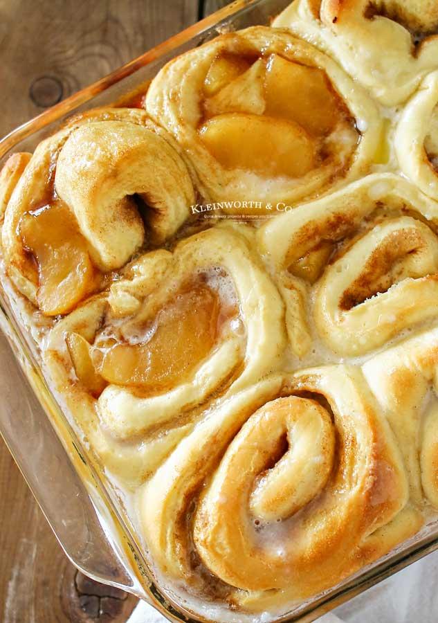 thanksgiving breakfast - Apple Pie Cinnamon Rolls